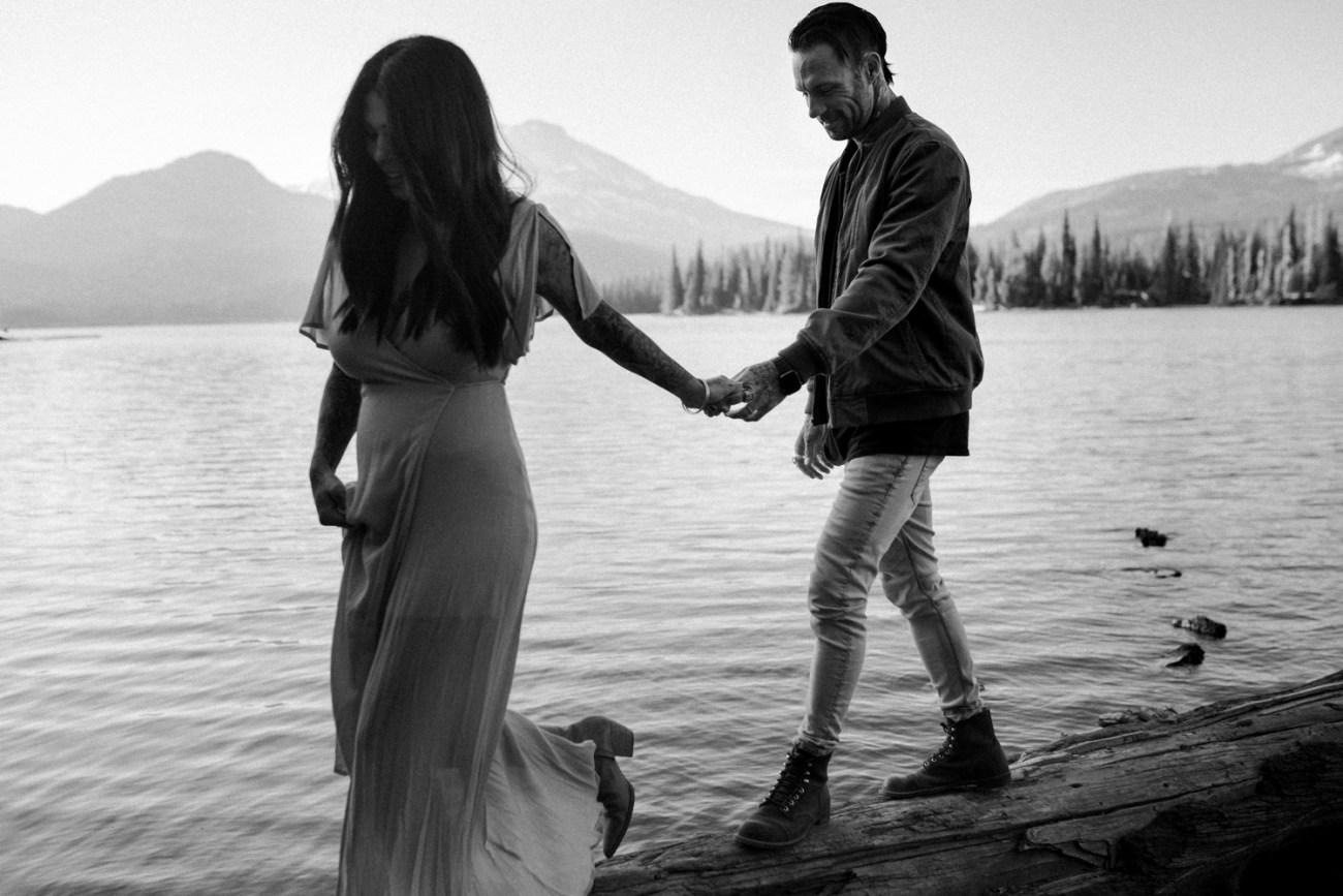 Sparks Lake Engagement Session Bend Oregon Elopement Bend Wedding Photographer Anais Possamai Photography 010