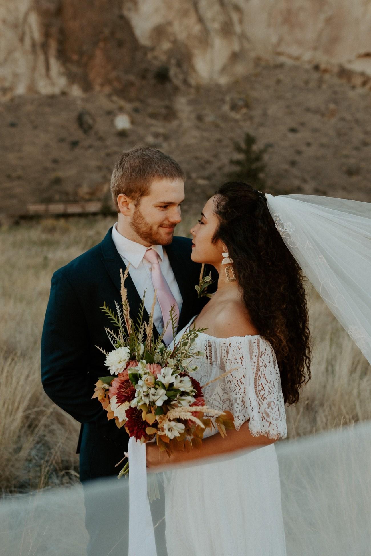 Smith Rock Elopement Bend Elopement Photographer Bend Wedding Photographer Fall Bend Wedding Anais Possamai Photography 016