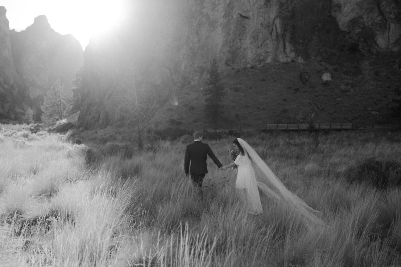 Smith Rock Elopement Bend Elopement Photographer Bend Wedding Photographer Fall Bend Wedding Anais Possamai Photography 017