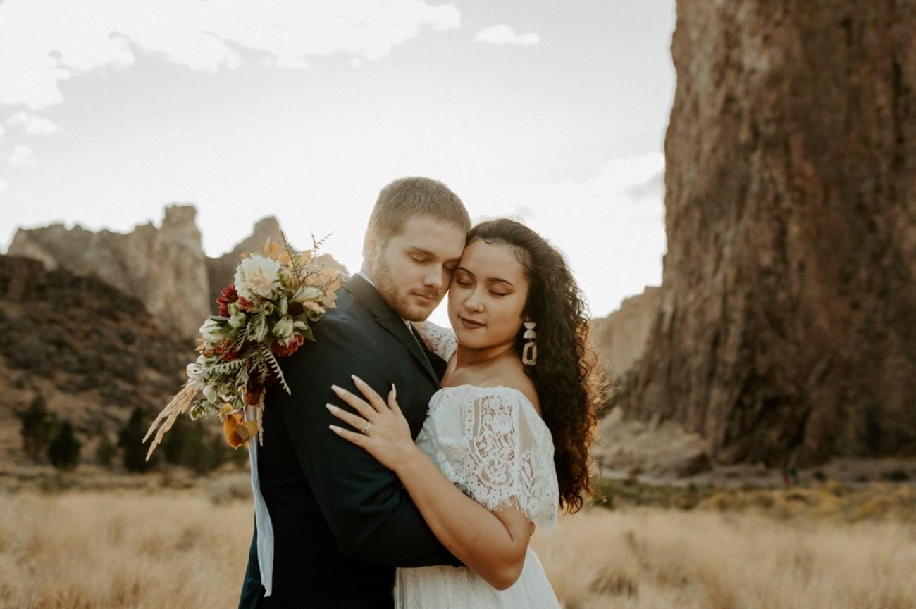 Smith Rock Elopement Bend Elopement Photographer Bend Wedding Photographer Fall Bend Wedding Anais Possamai Photography 023