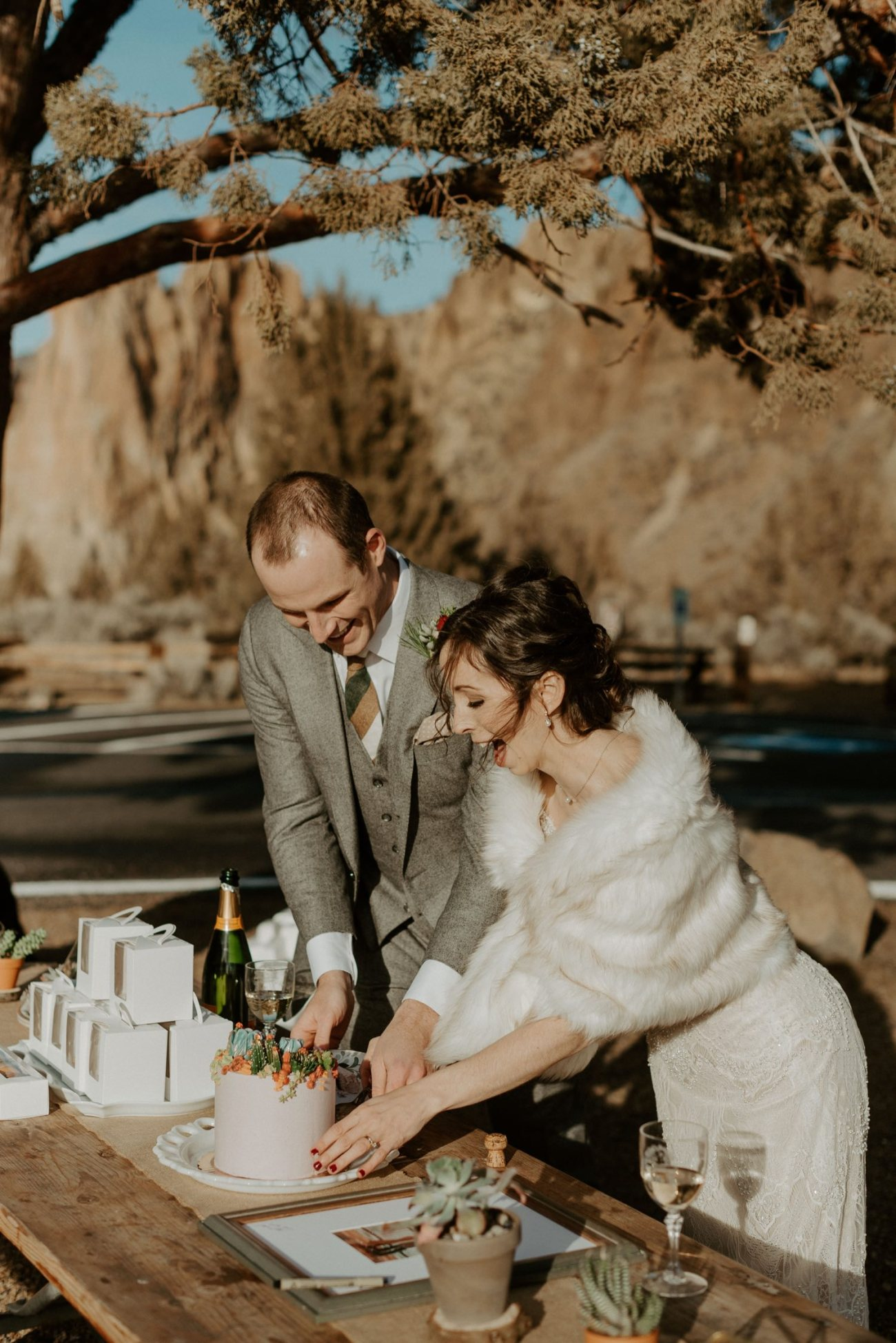 How to plan your elopement timeline. Intimate Wedding In Smith Rock State Park Bend Oregon Wedding Photographer Anais Possamai Photography 023