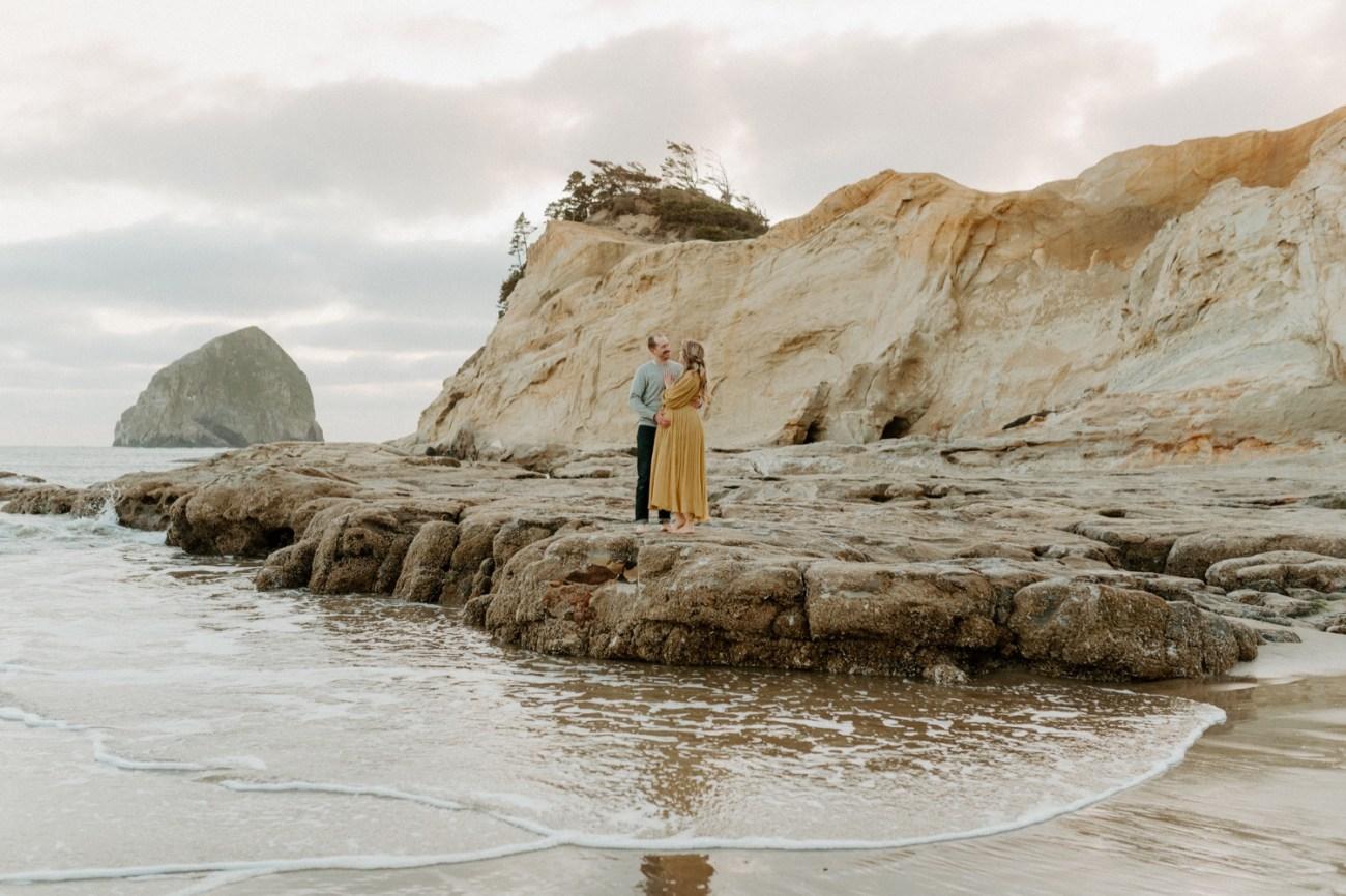 Pacific City Oregon Maternity Session Cape Kiwanda Couple Session Bend Wedding Photogtapher Anais Possamai Photography 055