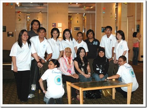 Sheraton Utama Hotel UNICEF Committee with some of the local artists