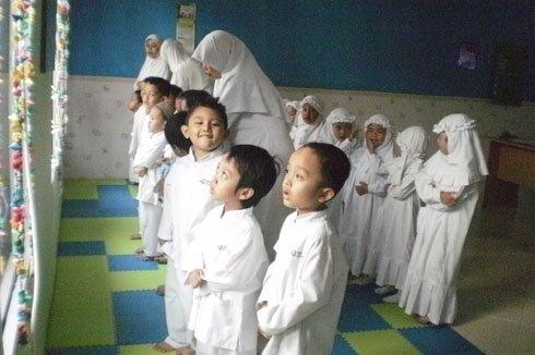 Bagaimana cara memperlakukan orangtua dengan baik dan benar serta islami