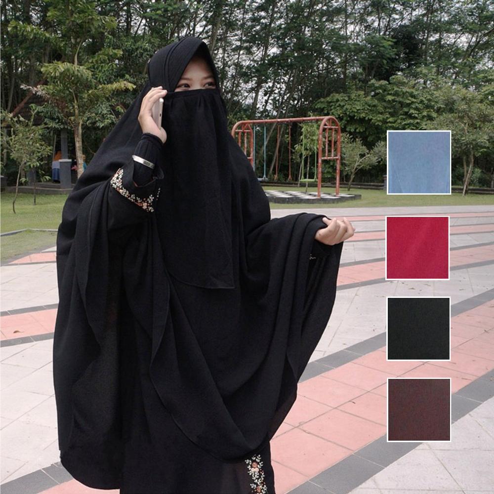 Batalkah Sholat Karena Lewatnya Wanita di Depan Mushalli?