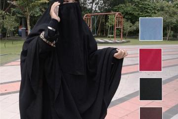 Perempuan memakai jilbab dan khimar ditambah cadar