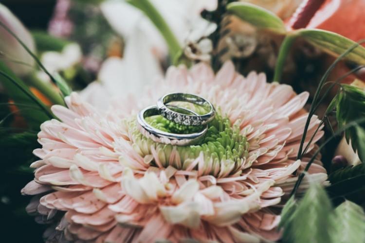 Cincin bisa dijadikan sebagai maskawin atau mahar pernikahan, foto: unsplash.com