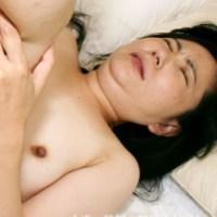 大人しいぽちゃり貧乳美熟女のデカ乳首!「渡辺靖子42歳 アナルセックスで人妻の顔が歪む!」