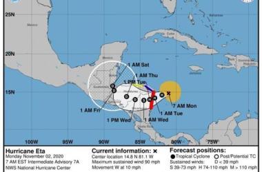 El efecto de sus vientos y lluvias en Centroamérica pueden ser marejadas ciclónicas, inundaciones repentinas y deslizamientos de tierra...