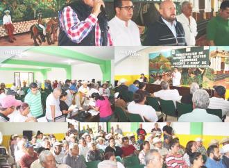 Entrega de apoyos a productores agrícolas y cafetaleros