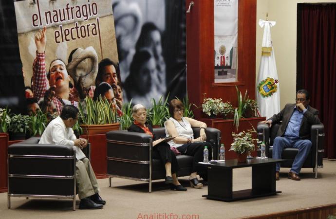 Presentan El naufragio electoral, libro colectivo de periodistas veracruzanos