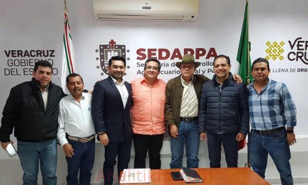 Líderes cañeros se reúnen con títular de SEDARPA de Veracruz