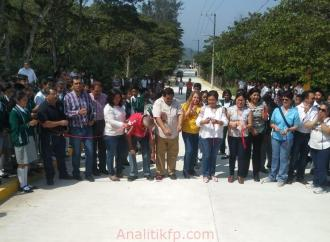 Cumple alcaldesa de Xico compromiso con Habitantes y estudiantes de San Marcos