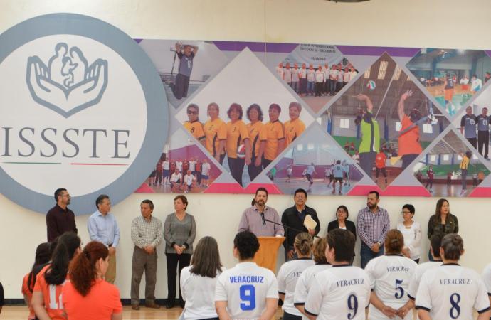 El cuidado de la salud integral de la mujer, prioridad del ISSSTE de Veracruz: Fernando Kuri