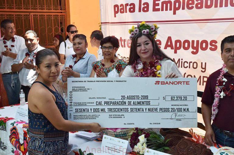 Entregó STPSP apoyos por casi 300 mil pesos a 106 beneficiarios