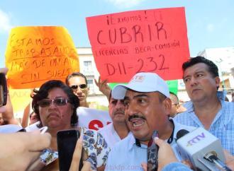 Profes de Telesecundaria se manifestaron por la falta de diferentes pagos, en la SEV  y Plaza Lerdo
