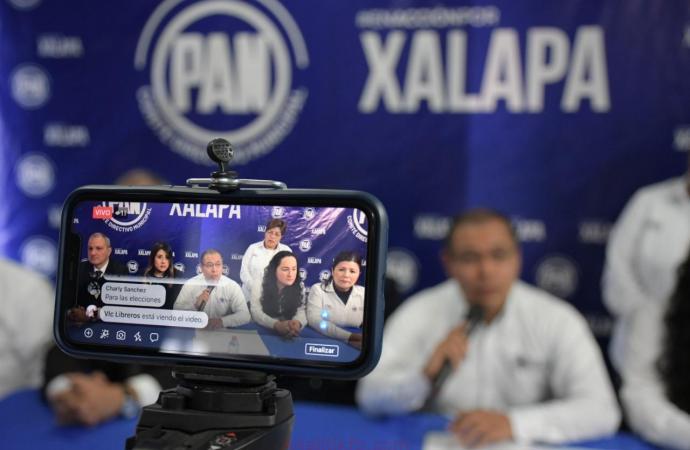 Xalapa está en manos de un Gobierno inepto e improvisado: Martín Espinoza