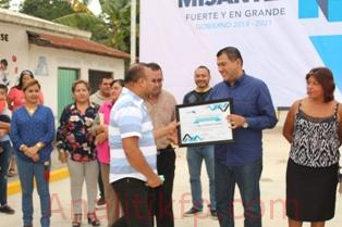 Othón Hernández queda en la historia de Chapa Chapa, entrega primera calle pavimentada