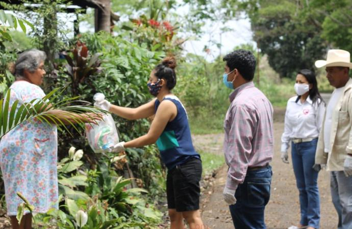 Lleva Casa de Enlace de Ríos Uribe asistencia alimentaria a Yanga