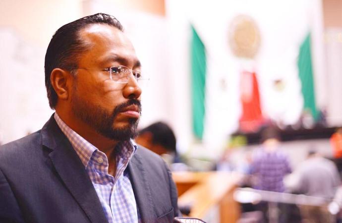 PAN realiza gestiones para disminuir tarifas y descuentos en cobros excesivos de luz: Omar Miranda