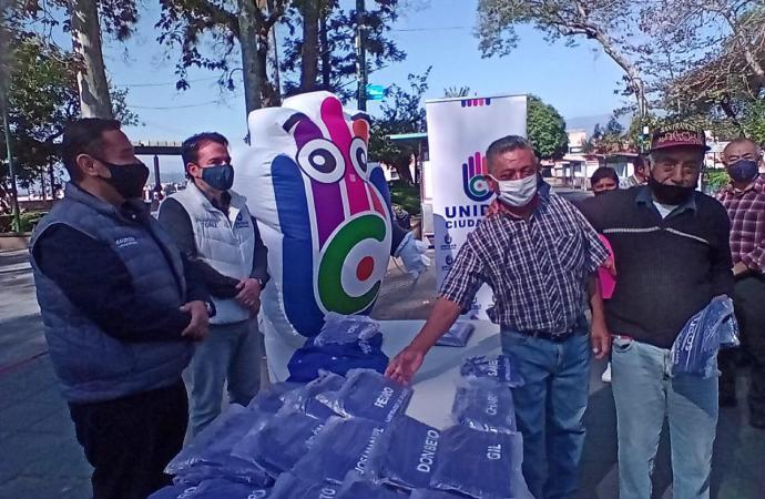 Chalecos a betuneros del Parque Juárez: Unidad Ciudadana
