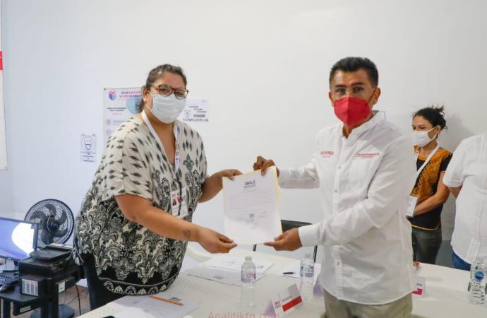 RAYMUNDO ANDRADE RECIBE SU CONSTANCIA DE MAYORÍA