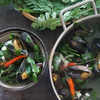 Tinolang tahong na may malunggay, Filipino mussel soup with moringa