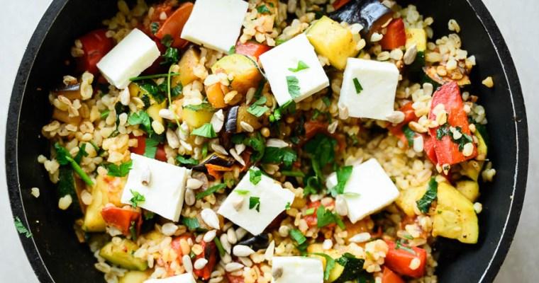 Smażony bulgur z warzywami i fetą