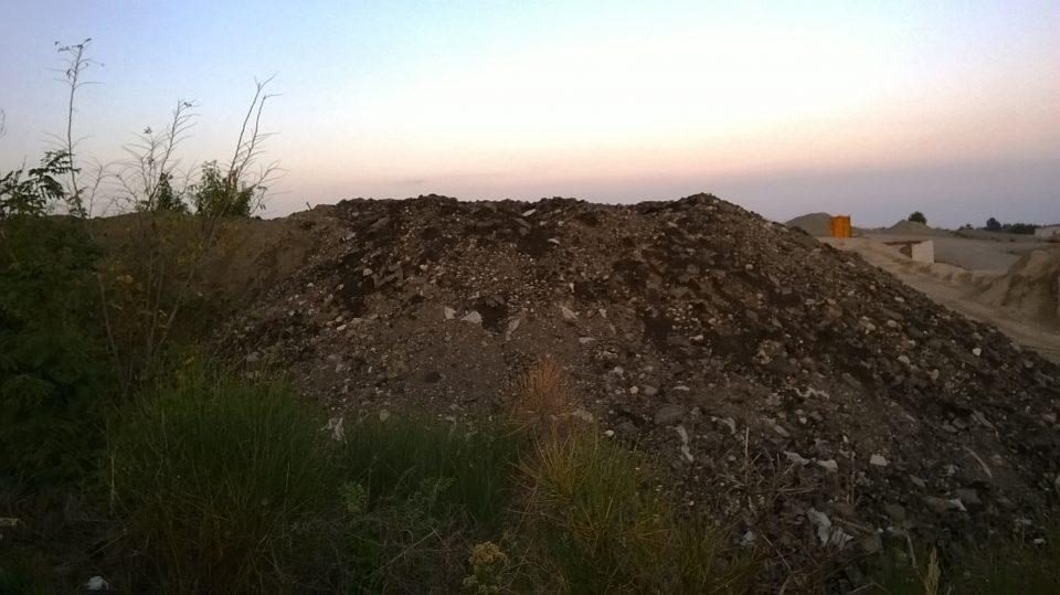 depositi di rifiuti tra la Ferrostrade ed il fiume Sinni