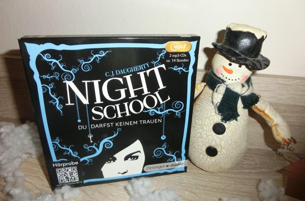 (Hörbuch) Night School – Du darfst keinem trauen von C.J. Daugherty gelesen von Luise Helm