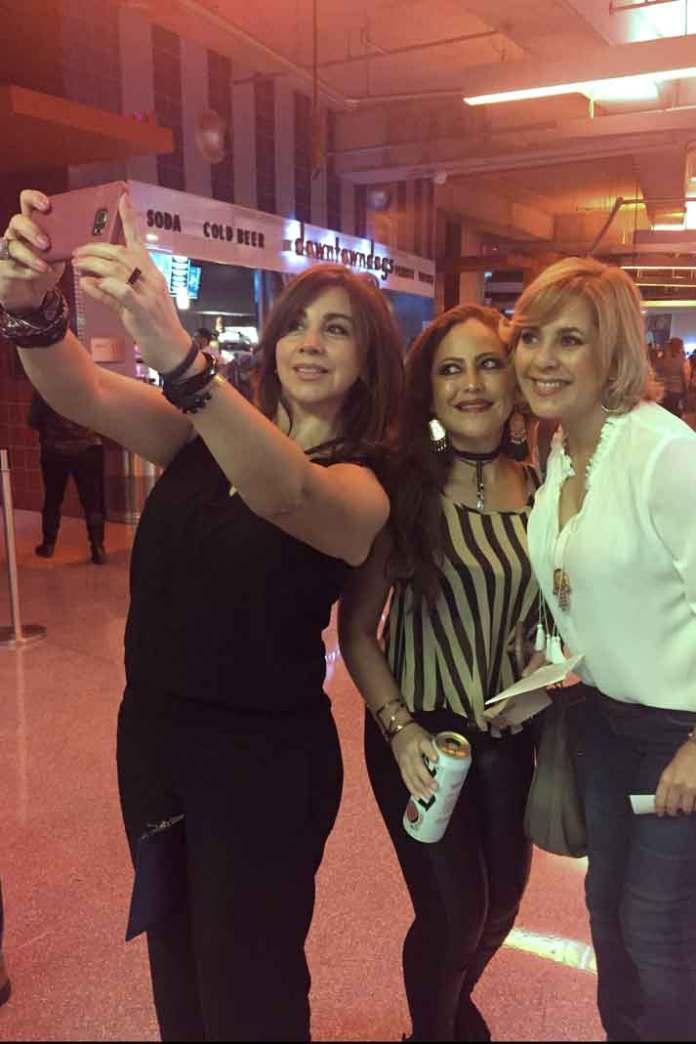 Con estas lindas chicas claro que nos tomamos la tradicional selfie