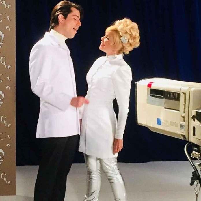 En la serie recrearon el icónico show de televisión que Enrique Guzmán y Silvia Pinal tenían en los 70's