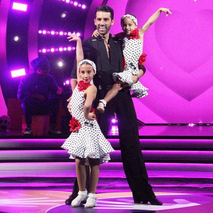 Toni con su sobrina Noa y su hija Alaïa hicieron de las suyas en la pista de baile del Teletón