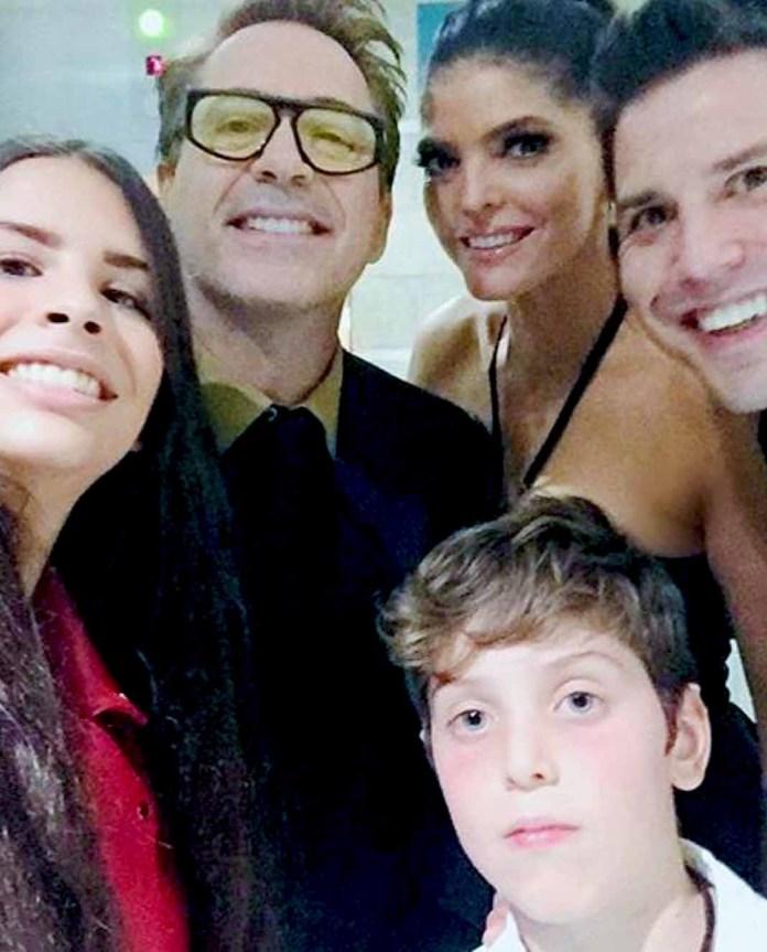 La grupera y su familia se tomaron una selfie con Robert Downey Jr.