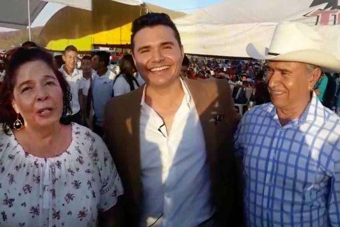 Horacio Palencia nos presentó a sus orgullosos papás, en el mero pueblo donde nació