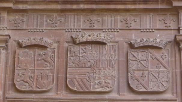 """""""Escudo de Castilla y León, escudo de Armas de Felipe II, y escudo del Reino de Navarra""""."""
