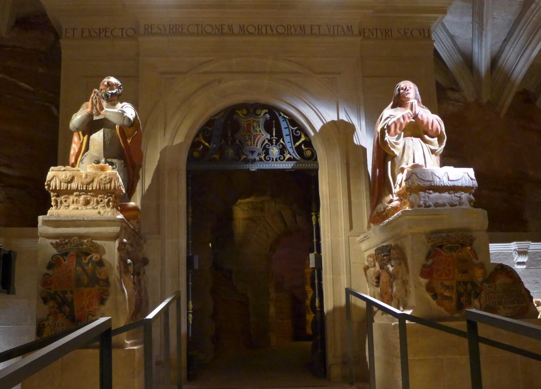 """""""Esculturas Orantes de Don García el de Nájera y Doña Estefanía De Foix, sobre sus Sepulcros""""."""