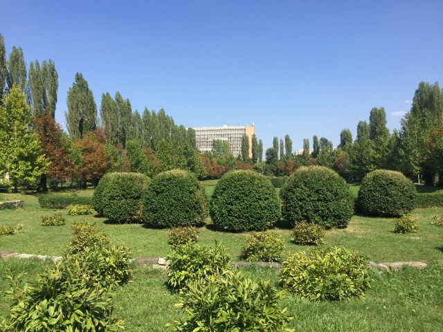 anamariapopa-com-bucharest-city-romania-tour-botanic-garden-view