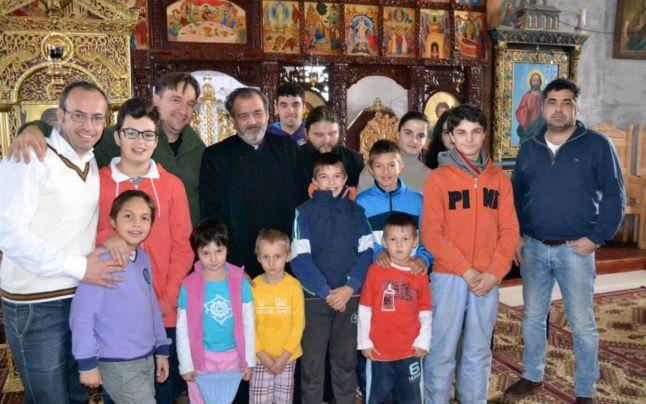 Oare cine distribuie? Preotul care hrăneşte 117 copii: părintele se zbate zi de zi pentru a putea asigura o masă caldă orfanilor din Suceava