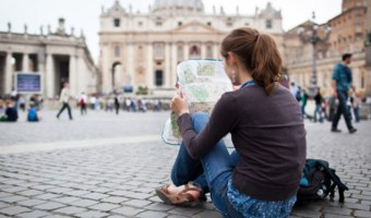 11 Travel Etiquette Tips You Must Follow