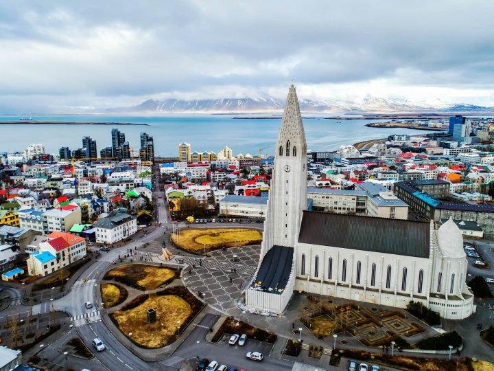 ما هي أكبر الأديان في دولة أيسلندا