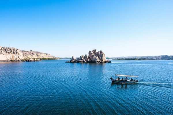 أكبر البحيرات في الشرق الأوسط
