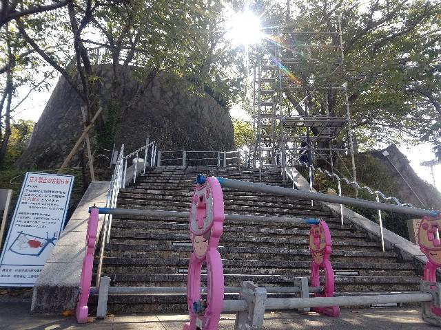 照明の工事を行っている牛岐城趾公園展望台