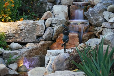 outdoor-lighting-water-feature