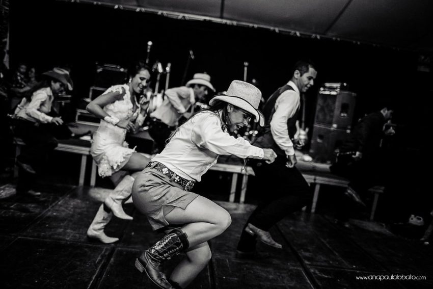 country wedding girls dance