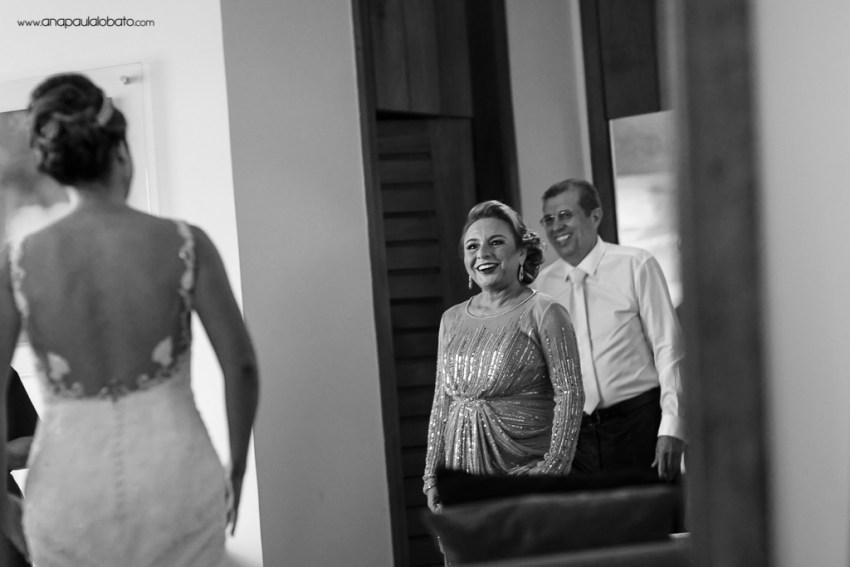 Pais se emocionam ao ver a noiva pronta