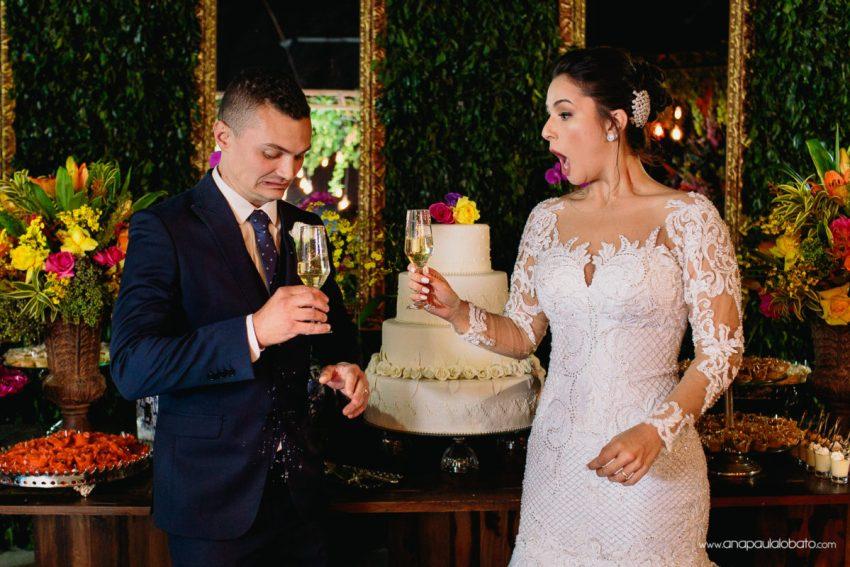 foto de brinde de casamento espontânea