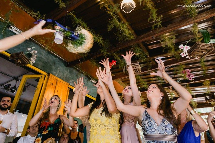 bride throws the buquet