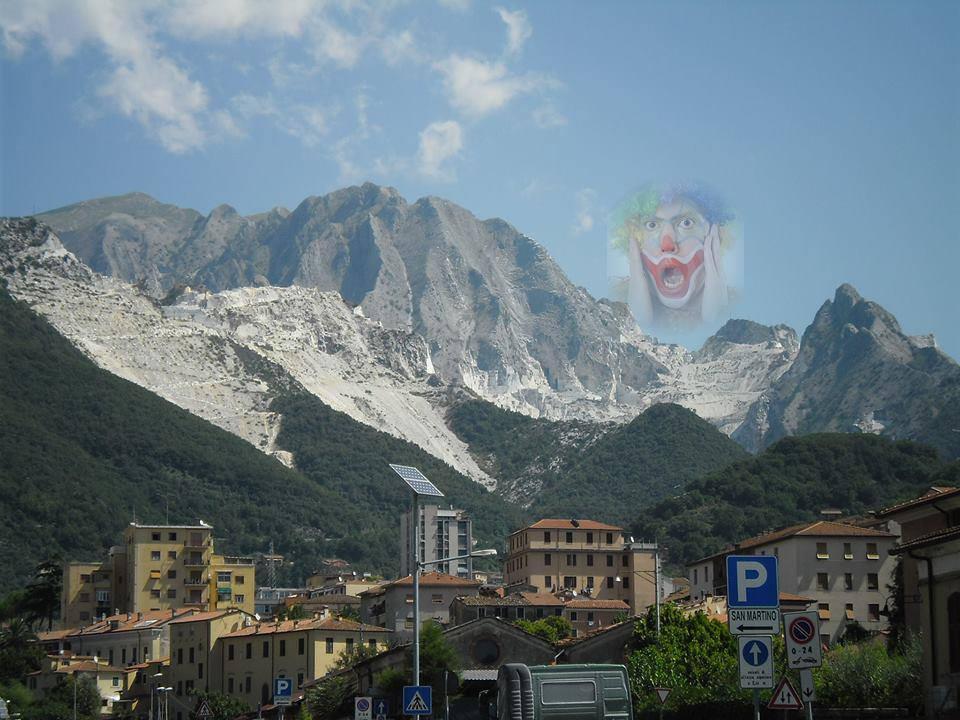Carrara una discarica a cielo aperto.
