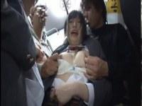 満員バスで痴漢集団に輪姦される地味カワ美少女達のアナル動画無料
